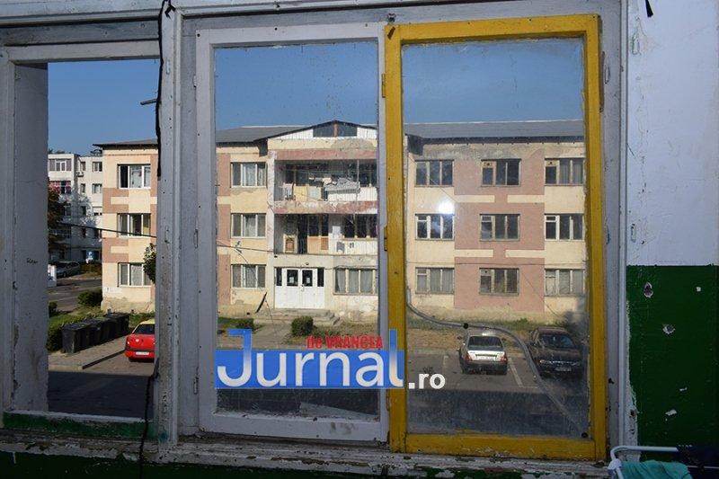 dsp revolutiei 9 - FOTO: DSP Vrancea a mers în control în blocurile sociale de pe Revoluției. Cum trăiesc oamenii aici