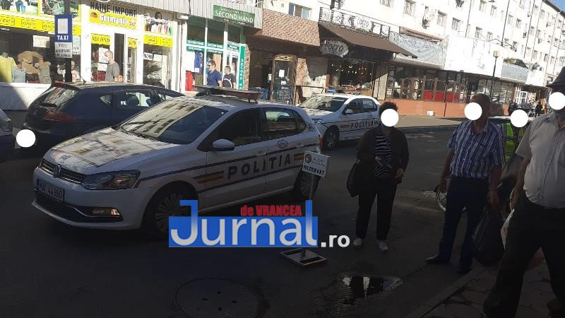 interventie hala 1 - FOTO: Intervenție în apropiere de Hala Moldovei. Un om al străzii a fost preluat de SMURD