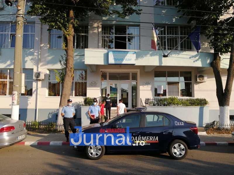 jandarmi scoala 3 - FOTO: Jandarmii, la datorie în prima zi de școală: patrule prezente azi la 41 de unități de învățământ preuniversitar din județ