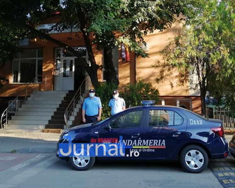 jandarmi scoala 4 - FOTO: Jandarmii, la datorie în prima zi de școală: patrule prezente azi la 41 de unități de învățământ preuniversitar din județ
