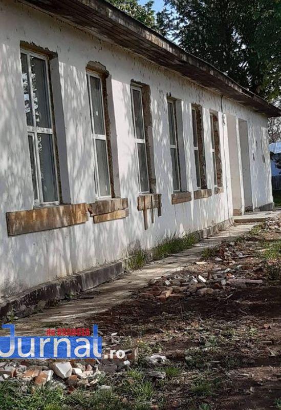 """scoala 1 - FOTO! Cum îi așteaptă pe elevi școala din Bordeasca Nouă, proaspăt renovată cu peste 100.000 de """"coco""""!"""
