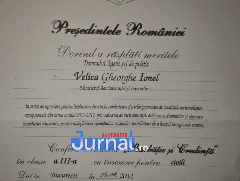 """Velica3 - Șeful Postului de Poliție Vulturu a ieșit la pensie. Agentul şef principal de poliţie Ionel Velica a primit Medalia """"Bărbăție și Credință"""" în 2012"""