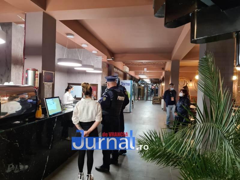 actiune 24oct 10 - Distracție întreruptă de polițiști. O petrecere la Lepșa și o cununie civilă la un restaurant din Focșani s-au finalizat azi noapte cu dosare penale, amenzi și legitimări