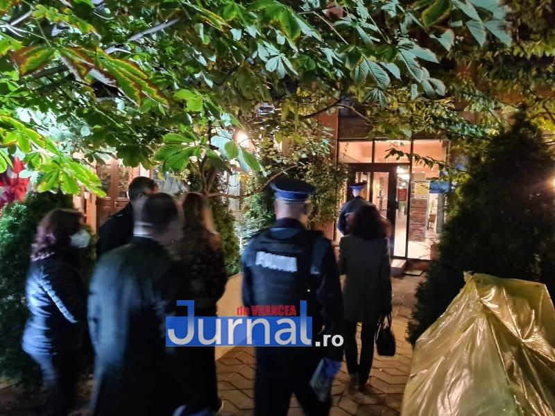 actiune 24oct 3 - Distracție întreruptă de polițiști. O petrecere la Lepșa și o cununie civilă la un restaurant din Focșani s-au finalizat azi noapte cu dosare penale, amenzi și legitimări
