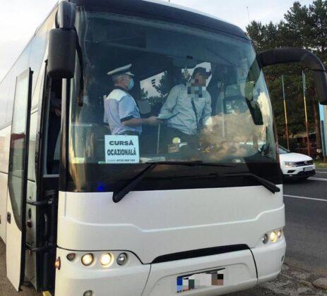 """actiune truck bus controale autobuz camion 1 463x420 - FOTO: Autovehiculele de transport public și de marfă verificate de polițiști în cadrul acțiunii """"Truck and Bus"""""""