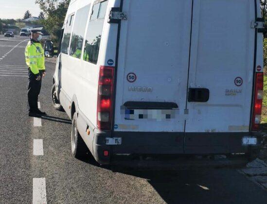 """actiune truck bus controale autobuz camion 5 549x420 - FOTO: Autovehiculele de transport public și de marfă verificate de polițiști în cadrul acțiunii """"Truck and Bus"""""""