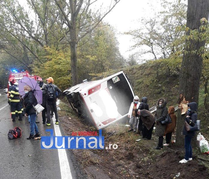 autocar rasturnat corbita 1 - UPDATE/ FOTO: Persoana rănită în accidentul de la Corbița este o femeie de 62 de ani