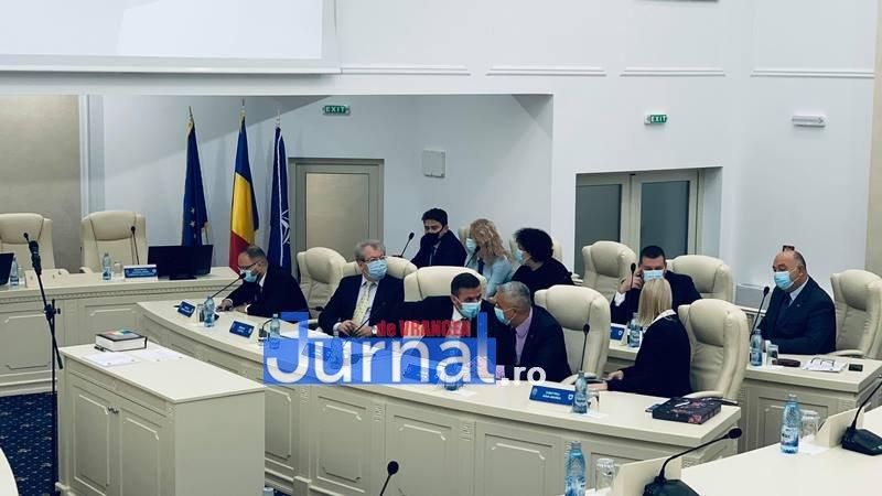 constituire cl focsani 2 - VIDEO: Consiliul Local Focșani este constituit în parte. Doar consilierii PNL au jurat azi pe Biblie