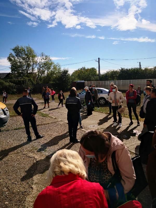 informare ipj vrancea4  - FOTO: Sfaturi de la polițiști pentru liceeni, de ziua Non-Violenței