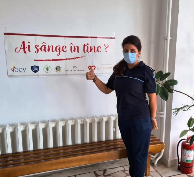 """politisti donatori sange 2 - FOTO: Polițiștii vrânceni, o nouă campanie de donare de sânge: """"O oră din viața dumneavoastră poate salva o viață!"""""""