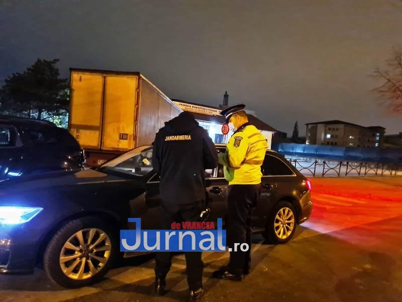 actiune noapte politie 4 - VIDEO: Acțiune, noaptea trecută, în Focșani!   Oamenii legii au verificat dacă cetățenii respectă regulile impuse de autorități