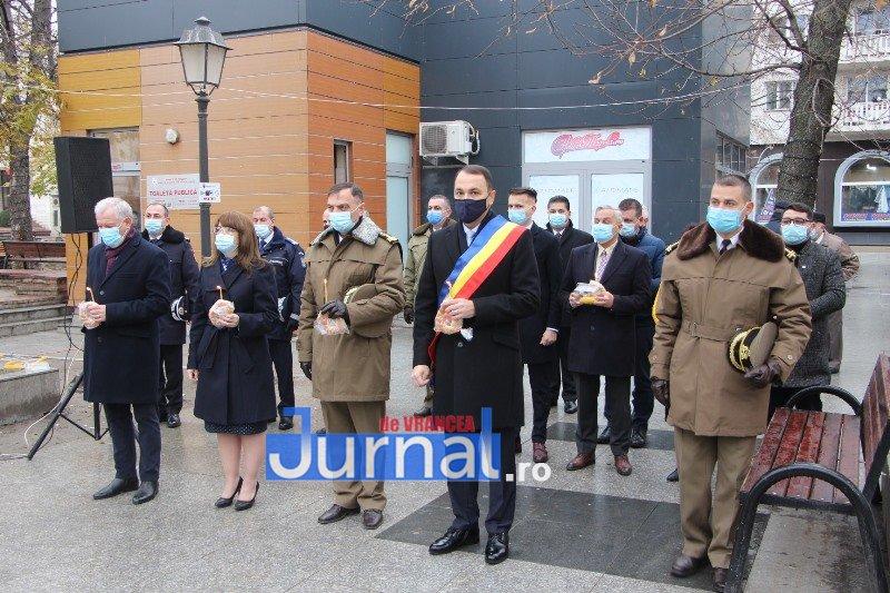ceremonial eroi 15 - GALERIE FOTO: Eroii Revoluției din Decembrie 1989, comemorați în cadrul unui eveniment organizat de Primăria Focșani