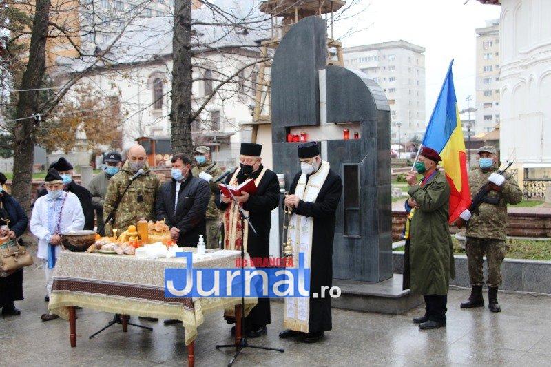 ceremonial eroi 9 - GALERIE FOTO: Eroii Revoluției din Decembrie 1989, comemorați în cadrul unui eveniment organizat de Primăria Focșani