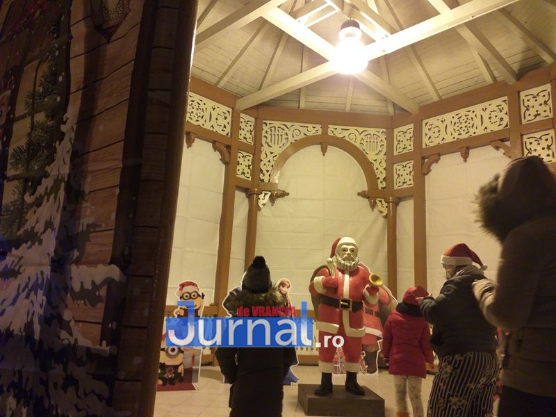 luminite sarbatori 15 - FOTO/ VIDEO. Vin, sărbătorile vin: Au fost aprinse luminile festive în Piața Unirii și în Orășelul Copiilor