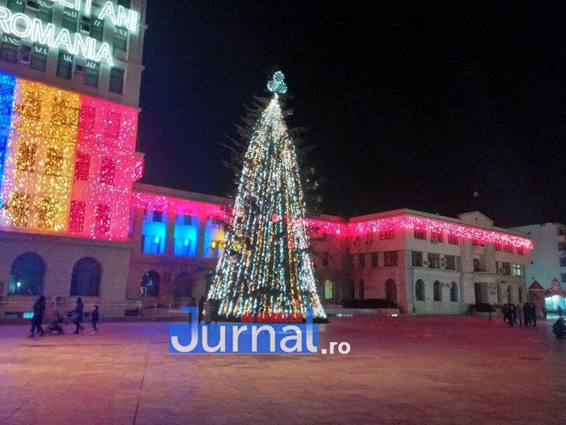 luminite sarbatori 4 - FOTO/ VIDEO. Vin, sărbătorile vin: Au fost aprinse luminile festive în Piața Unirii și în Orășelul Copiilor