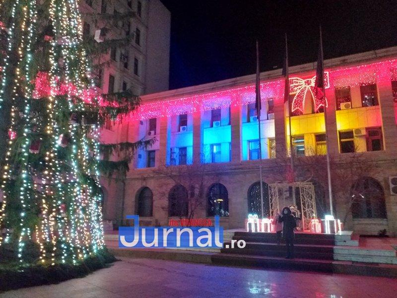 luminite sarbatori 5 - FOTO/ VIDEO. Vin, sărbătorile vin: Au fost aprinse luminile festive în Piața Unirii și în Orășelul Copiilor