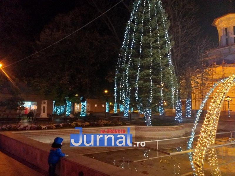 luminite sarbatori 8 - FOTO/ VIDEO. Vin, sărbătorile vin: Au fost aprinse luminile festive în Piața Unirii și în Orășelul Copiilor