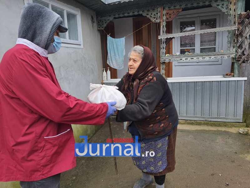 masa vizantea 10 - FOTO: Primăria Vizantea-Livezi se implică în distribuirea meselor calde pentru bătrânii de peste 75 de ani fără venituri sau cu venituri mici