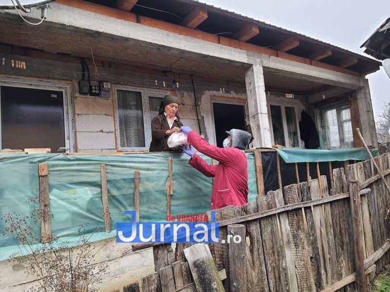 masa vizantea 2 - FOTO: Primăria Vizantea-Livezi se implică în distribuirea meselor calde pentru bătrânii de peste 75 de ani fără venituri sau cu venituri mici
