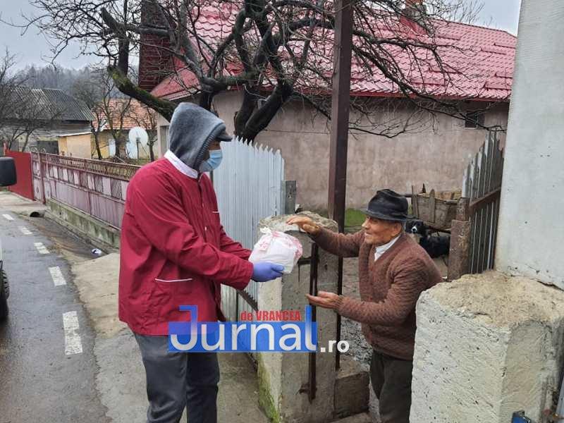 masa vizantea 7 - FOTO: Primăria Vizantea-Livezi se implică în distribuirea meselor calde pentru bătrânii de peste 75 de ani fără venituri sau cu venituri mici