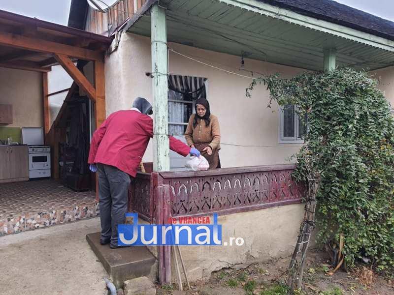 masa vizantea 9 - FOTO: Primăria Vizantea-Livezi se implică în distribuirea meselor calde pentru bătrânii de peste 75 de ani fără venituri sau cu venituri mici