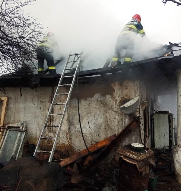 incendiu panciu 1 - FOTO-ULTIMA ORĂ: Casă din Panciu mistuită de flăcările produse de un scurtcircuit electric
